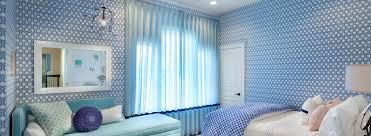 Какие шторы подойдут к голубым обоям?  фото