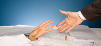 Что лучше, заказать бухгалтерские услуги или нанять штатного бухгалтера? фото