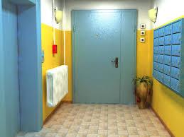 Почему стоит поставить тамбурную дверь?  фото