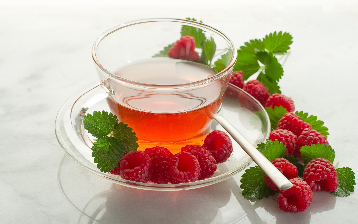 Как правильно пить чай с малиной? - фото