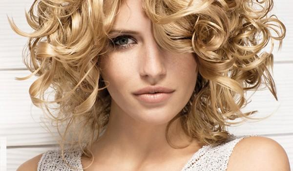 Как можно сделать укладку прядями на коротких волосах? фото