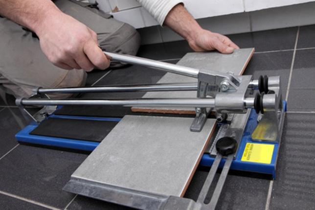 Как пользоваться ручным плиткорезом? фото