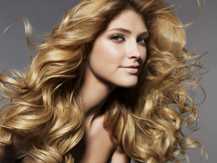 Как профессионально сделать укладку волос? - фото
