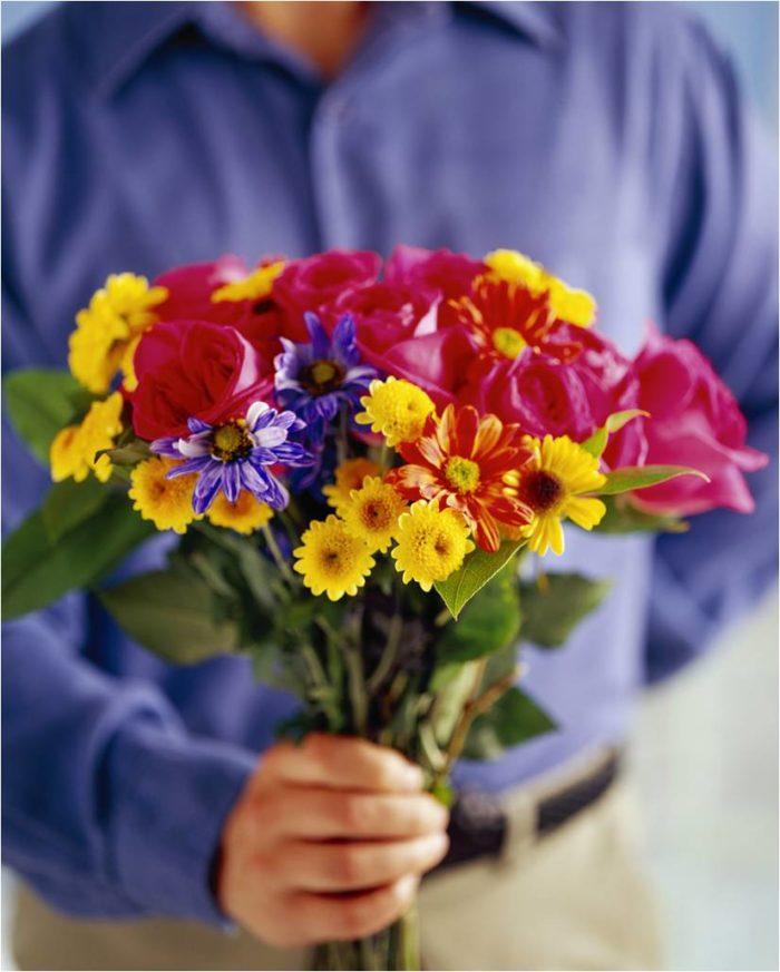 Какие цветы подарить девушке тельцу? фото