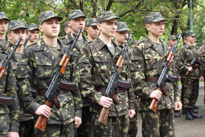 Стоит ли идти служить в армию? фото