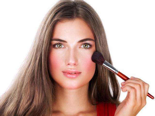 Как с помощью косметики уменьшить лицо? - фото