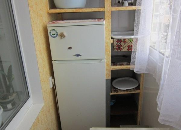 Можно ли ставить холодильник на балконе? фото
