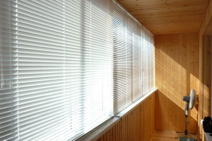 Как выбрать жалюзи на балкон? фото