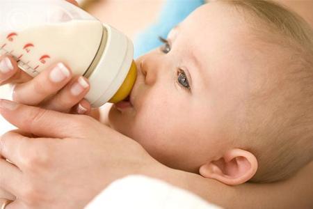Как правильно вскармливать новорожденного ребенка? фото