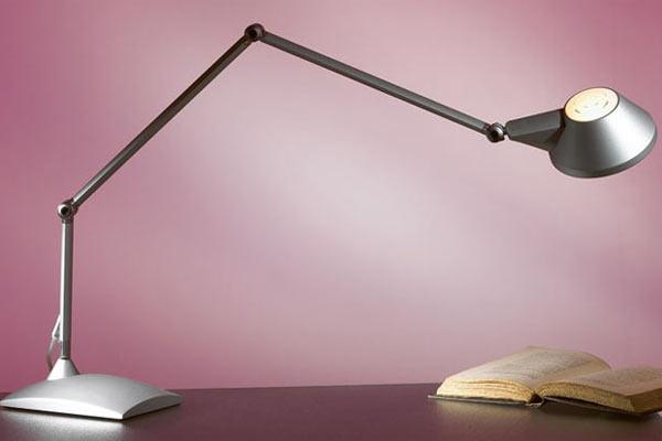 Как выбрать настольную лампу для офиса? фото