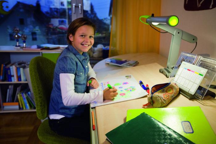 Как выбрать настольную лампу для школьника? фото