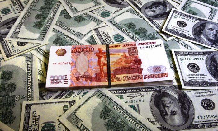 Как выгоднее обменять доллары на рубли? фото