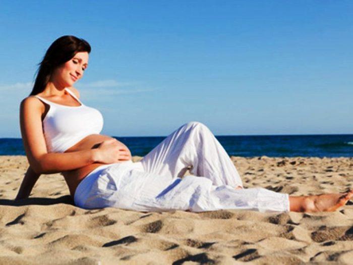 Как жара влияет на беременность? - фото