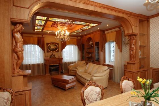 Как сделать красивый интерьер из массива в доме? фото