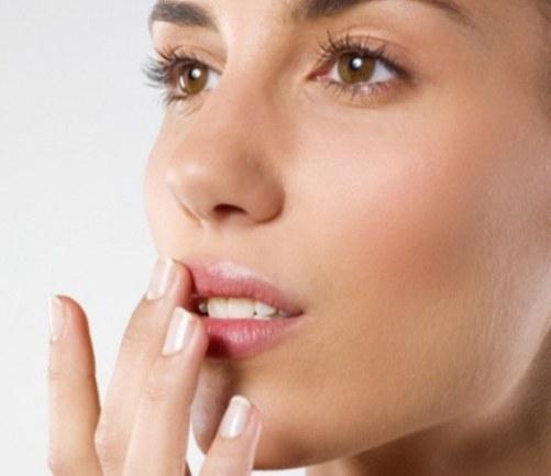Как избавиться от сухости губ в домашних условиях? фото
