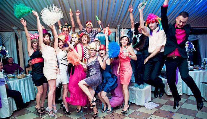 Чем развлечь гостей на свадьбе? фото