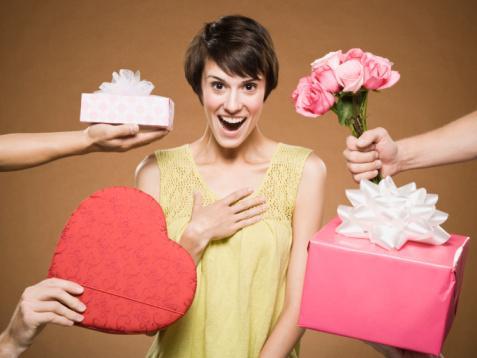 Как оригинально поздравить девушку с Днем Рождения? - фото