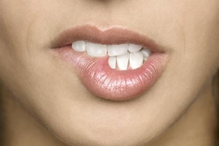 Почему сохнут губы? фото