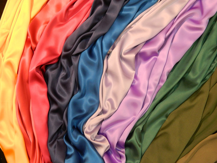 Как оформить стены текстильной драпировкой? фото