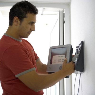 Как установить видеодомофон в квартире своими руками? фото