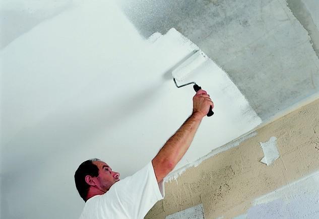 Как покрасить потолок без разводов своими руками? фото