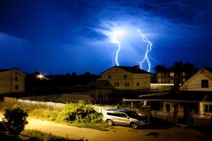 Как защитить здание от молнии? фото