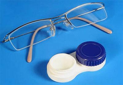Что лучше: линзы или очки? фото