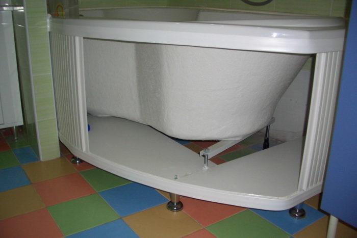 Как сделать экран под ванну? фото