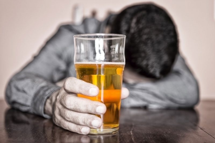 Что делать при отравлении суррогатным алкоголем? фото