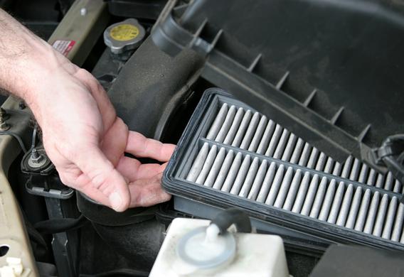 Как поменять воздушный фильтр в Toyota Corolla? - фото