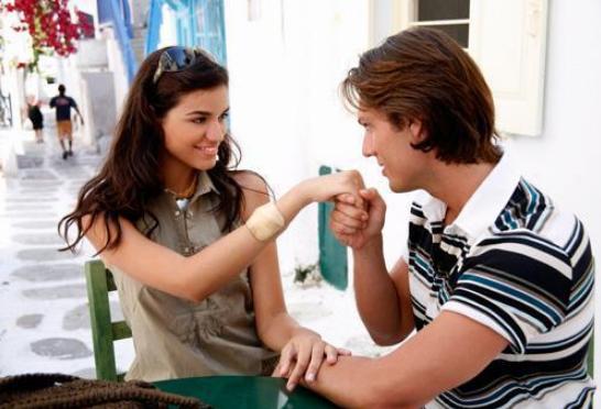 Как девушке узнать, что она нравится молодому человеку? фото