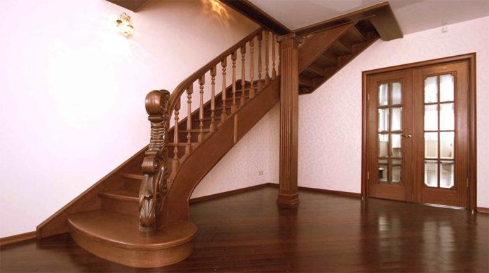 Из какого дерева выбрать лестницу для дома? фото