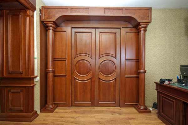 Чем хороши дубовые двери? - фото
