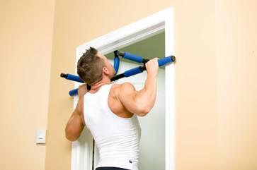Как установить домашний турник в дверной проем? фото