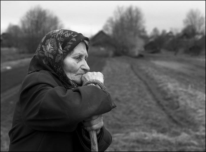 К чему снится старуха в черном? - фото