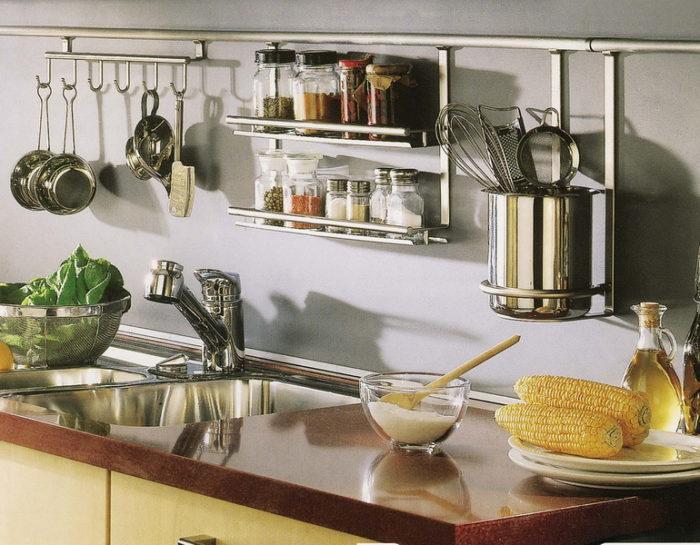 Какие кухонные принадлежности должна иметь на кухне каждая хозяйка? - фото