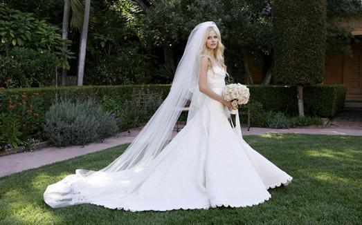 К чему снится чужое свадебное платье? - фото