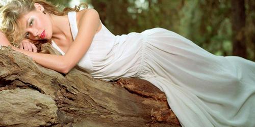 К чему снится женщина в белом платье? фото