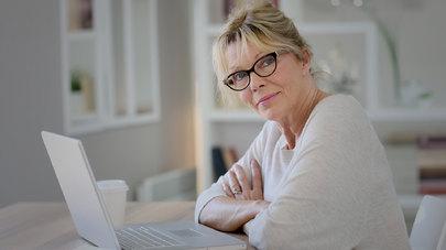 Как найти работу женщине после 50 лет? - фото