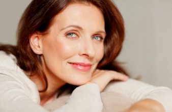 Menopause-comment-garder-de-beaux-cheveux-752x490