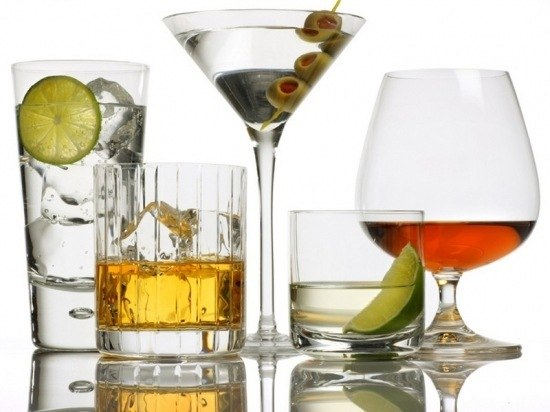 В чем красиво подать шампанское, вино, водку, коньяк? фото