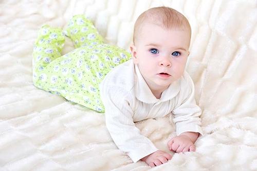 Как выбрать одежду для детей от 0 до 1 года? - фото
