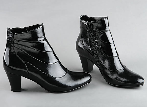 К чему снится чужая обувь? - фото