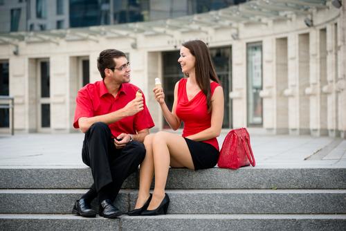 Как привлечь девушку на улице? фото