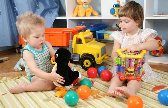 Как правильно выбрать игрушки для ребенка по возрасту? фото