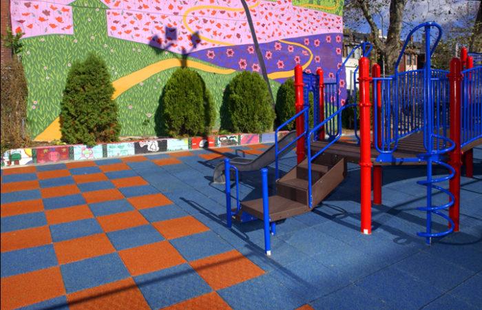Какое покрытие выбрать для детской площадки? фото