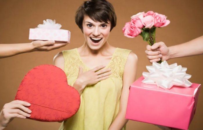 Как выбрать оригинальный подарок девушке? фото