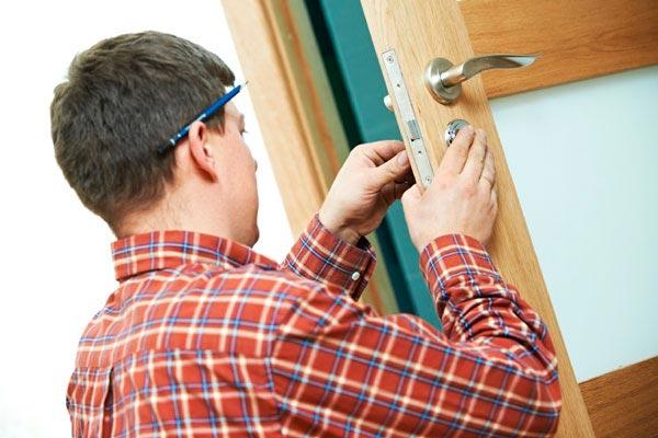 Как установить дверь своими руками? фото
