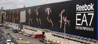 Какими преимуществами отличается реклама на фасаде зданий? фото