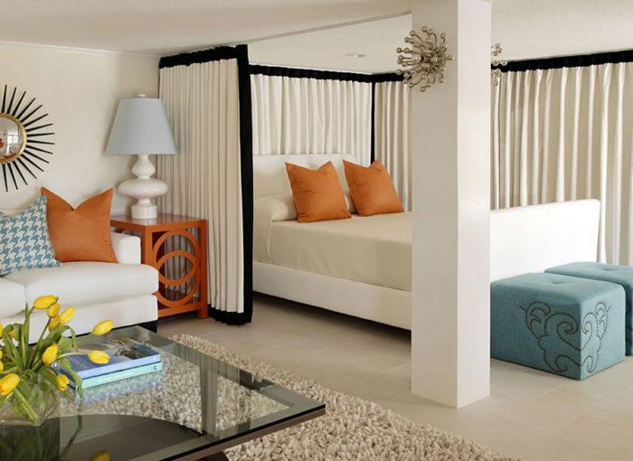 Как разделить маленькую комнату на две зоны? фото